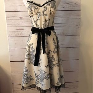 CITY TRIANGLES cream white & black FLORAL DRESS 5